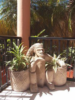 Mayan statues hand-made by local artisans >> hotel