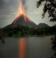 Volcan Arenal en éruption